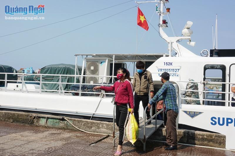 Tuyến đường thủy Sa Kỳ- Lý Sơn chỉ được phép vận chuyển người dân và cán bộ, chiến sĩ làm việc trên đảo