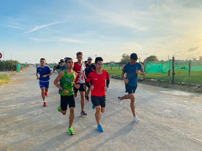 Vũ Văn Sơn, Đỗ Quốc Luật, Nguyễn Văn Lai làm quen đường chạy