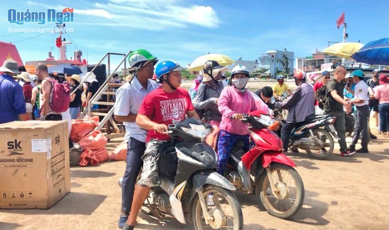 Dịp Tết lượng khách Lý Sơn tăng cao nên huyện Lý Sơn cần có những giải pháp để đảm bảo an toàn cho hành khách